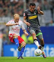 FUSSBALL   1. BUNDESLIGA   SAISON 2011/2012    6. SPIELTAG Hamburger SV - Borussia Moenchengladbach            17.09.2011 David JAROLIM (li, Hamburg) gegen Juan ARANGO (re, Moenchengladbach)