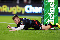 Nick Tompkins of Saracens scores a try under the posts. European Rugby Champions Cup match, between Saracens and the Scarlets on October 22, 2016 at Allianz Park in London, England. Photo by: Patrick Khachfe / JMP