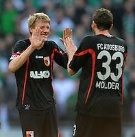 FUSSBALL   1. BUNDESLIGA   SAISON 2011/2012   27. SPIELTAG SV Werder Bremen - FC Augsburg                        24.03.2012 Axel Bellinghausen (li) und Sascha Moelders (re, beide Augsburg) jubeln nach dem Abpfiff