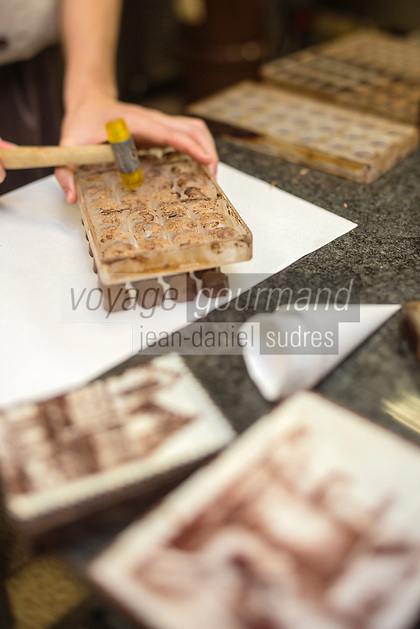Europe/Belgique/Flandre/Flandre Occidentale/Bruges: Chocolaterie Sukerbuyc, boite totalement en chocolat, représentant  une façade brugeoise   // / Belgium, Western Flanders, Bruges: Chocolate Sukerbuyc, box totaly made of chocolate, representing a facade Bruges