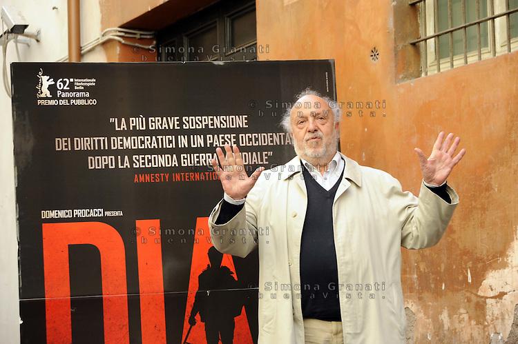 """Roma, 6 Aprile 2012.Photocall del film """"Diaz"""" .L'attore Renato Scarpa."""