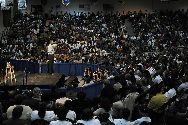 Chesapeake, Virginia: August 21, 2008.Presidential candidate Barack Obama leads a campaign town hall meeting inside a gymnasium at Oscar Smith High School. . ©Christopher Fitzgerald / CandidatePhotos.com