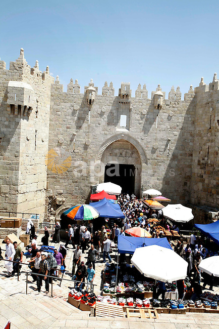 Palestinians hold  national flag and shout slogans during a protest against continuing of  'Judaization of Jerusalem' by Jewish settlers and confiscating Palestinian lands at Al Tur and Damascus gate after Friday prayer in east jerusalem, on  June 1, 2012. Photo by Mahfouz Abu Turk