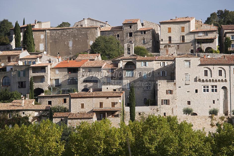 Europe/France/Languedoc-Roussillon/30/Gard / Vézénobres: le village médiéval  perché