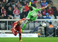 FUSSBALL   1. BUNDESLIGA  SAISON 2011/2012   19. Spieltag FC Bayern Muenchen - VfL Wolfsburg      28.01.2012 Arjen Robben (li, FC Bayern Muenchen) gegen Mario Mandzukic (VfL Wolfsburg)