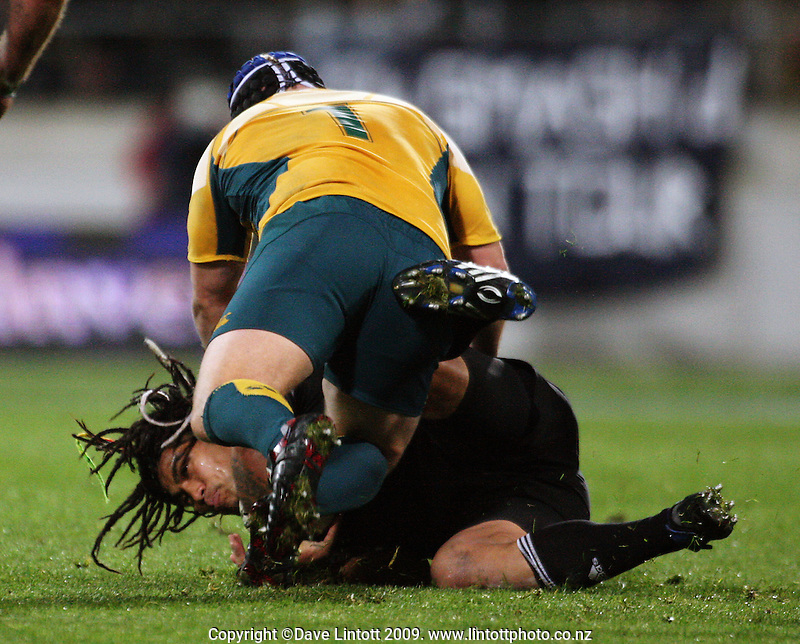 Benn Robinson tackles Ma'a Nonu during the Investec Tri-Nations match between All Blacks and Australia at Westpac Stadium, Wellington, New Zealand on Saturday 19 September 2009. Photo: Dave Lintott / lintottphoto.co.nz