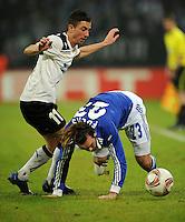 FUSSBALL   EUROPA LEAGUE   SAISON 2011/2012  SECHZEHNTELFINALE FC Schalke 04 - FC Viktoria Pilsen                          23.02.2012 Milan Petrzela (li, Pilsen) gegen Christian Fuchs (re, FC Schalke 04)