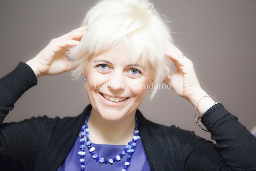 """""""Wondy"""" è il titolo del libro di Francesca del Rosso – giornalista e scrittrice, titolare di un blog sul sito di Vanity Fair – racconta la sua vita familiare complicata da un tumore e dalle chemioterapie. Milano, febbraio 2014. © Leonardo Cendamo"""