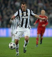 FUSSBALL  CHAMPIONS LEAGUE  VIERTELFINALE  RUECKSPIEL  2012/2013      Juventus Turin - FC Bayern Muenchen        10.04.2013 Giorgio Chiellini (Juventus Turin) Einzelaktion am Ball