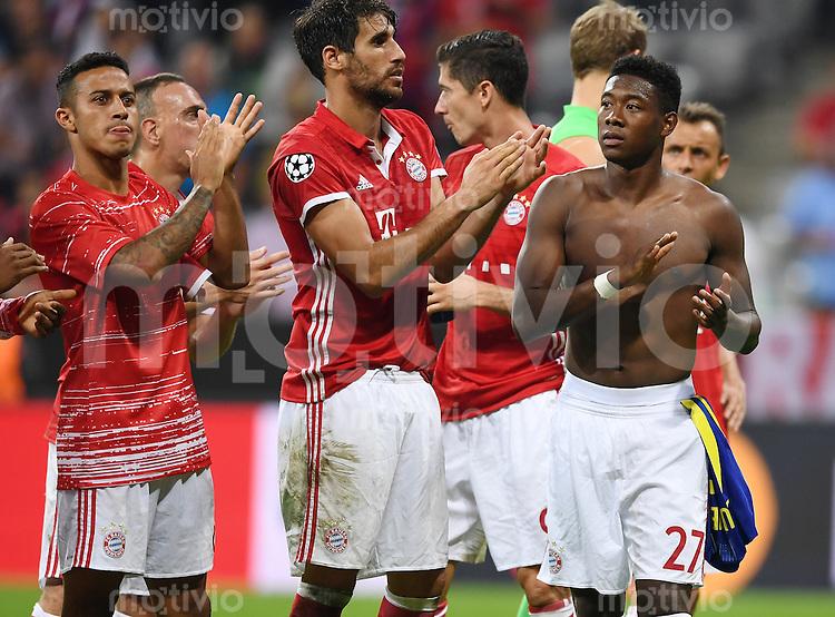 FUSSBALL CHAMPIONS LEAGUE SAISON 2016/2017 GRUPPENPHASE FC Bayern Muenchen - FK Rostow              13.09.2016 Schlussjubel FC Bayern; Javi Martinez, Javi Martinez und David Alaba (v.li.)