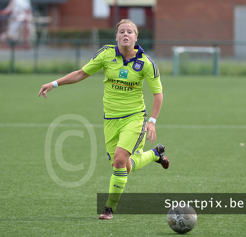 20150808 - ZULTE , BELGIUM : Anderlecht's Laura Deloose pictured during a friendly soccer match between the women teams of Zulte-Waregem and RSC Anderlecht  , during the preparations for the 2015-2016 SUPERLEAGUE season, Saturday 8 August 2015 . PHOTO DAVID CATRY