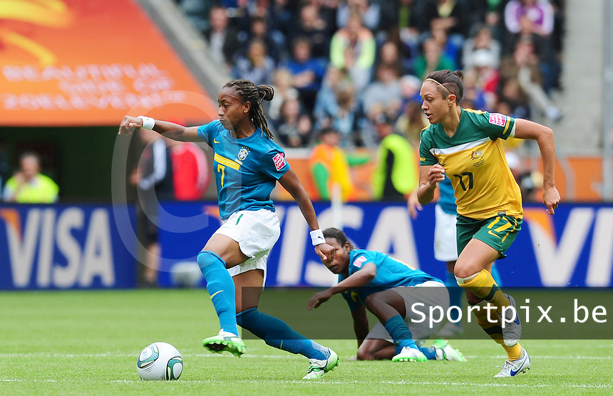 Fifa Women's World Cup Germany 2011 : Brazil - Australia  at Borussia - Park in Munchengladbach : Ester aan de bal voor Kyah Simon.foto DAVID CATRY / Vrouwenteam.be