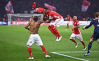 FUSSBALL  DFB POKAL FINALE  SAISON 2015/2016 in Berlin FC Bayern Muenchen - Borussia Dortmund         21.05.2016 Douglas Costa, Jerome Boateng, Arturo Vidal und Torwart Manuel Neuer (v.l., alle FC Bayern Muenchen) feien den Pokalsieg 2016