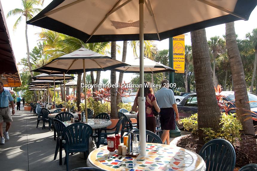 Outdoor dining, St. Armands Circle, Lido Keys, Sarasota, Florida ...