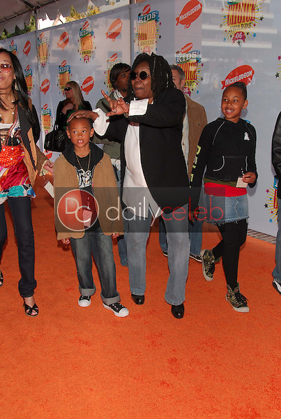 Whoopi Goldberg and Family<br />at Nickelodeon's 19th Annual Kids' Choice Awards. Pauley Pavilion, Westwood, CA. 04-01-06<br />Dave Edwards/DailyCeleb.com 818-249-4998