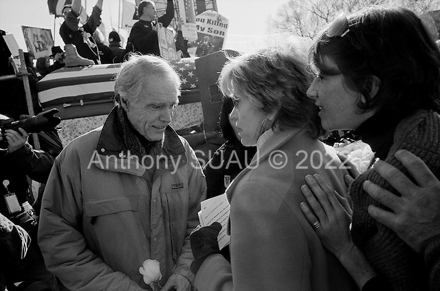 Washington DC.District of Columbia.USA.January 27, 2007..US actress/writer Jane Fonda with family and friends back stage just moments before she addresses an anti-war demonstration on the National Mall in Washington DC. The Vietnam War protest icon took the stage in her first anti-war demonstration in decades as tens of thousands massed to demand that Congress cut off funds for the Iraq war. ....