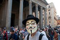 Roma  29 Settembre 2011.Manifestazione al Pantheon per protestare  la legge sulle intercettazioni e contro il «bavaglio all'informazione», proposta dal Governo Berlusconi. Un manifestante con la maschera di Anonymous.