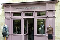 Mannequins outside ladies fashion shop Le Temps d'un Week-end in St Emilion, Bordeaux, France