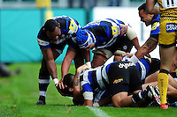 Matt Banahan of Bath Rugby is congratulated on his try by team-mates. Aviva Premiership match, between Bath Rugby and Worcester Warriors on September 17, 2016 at the Recreation Ground in Bath, England. Photo by: Patrick Khachfe / Onside Images