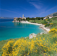 Croatia, Dalmatia, Island Brac, Bol: holiday resort with Dominican monastery | Kroatien, Dalmatien, Insel Brac, Bol: Bade- und Urlaubsort an der Suedkueste der Insel mit Dominikanerkloster