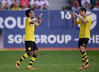Fussball  1. Bundesliga  Saison 2013/2014    FC Augsburg - Borussia Dortmund      10.08.2013 JUBEL Dortmund; Dreifacher Torschuetze Pierre-Emerick Aubameyang (li) klatschtRobert Lewandowski nach seinem Tor zum 0-4 ab