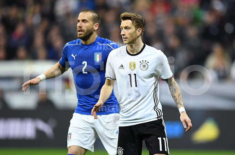 FUSSBALL INTERNATIONAL TESTSPIEL in Muenchen in der Allianz Arena Deutschland - Italien    29.03.2016  Marco Reus (re, Deutschland) gegen Lorenzo De Silvestri (Italien)