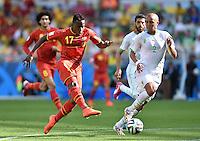 FUSSBALL WM 2014  VORRUNDE    Gruppe H     Belgien - Algerien                       17.06.2014 Divock Origi (li, Belgien) gegen Madjid Bougherra (re, Algerien)