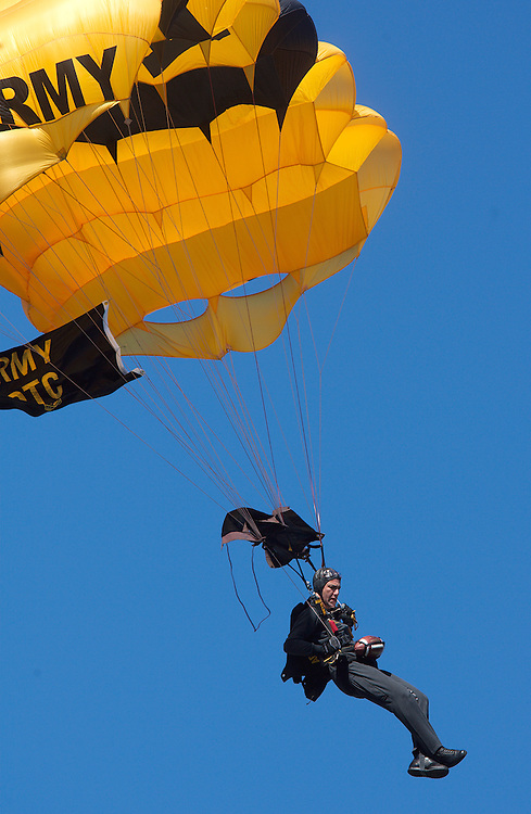 07-18418.Photo by Kevin Riddell.A member of the Army's Golden Knights parachute team lands in Peden Stadium before the game against Kent State on Saturday, September 29, 2007.