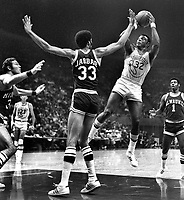 Warrior Cazzie Russell goes up for shot against Kareem Jabbar of the Milwaukee Bucks. (1972 photo/Ron Riesterer)