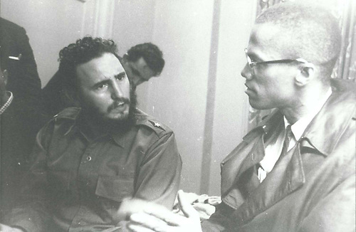 Fidel Castro reaparece en público en su cumpleaños 90
