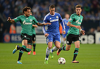 FUSSBALL   CHAMPIONS LEAGUE   SAISON 2013/2014   GRUPPENPHASE FC Schalke 04 - FC Chelsea        22.10.2013 Jermaine Jones (li) und Roman Neustaedter (re, beide FC Schalke 04) gegen Fernando Torres (Mitte, FC Chelsea)