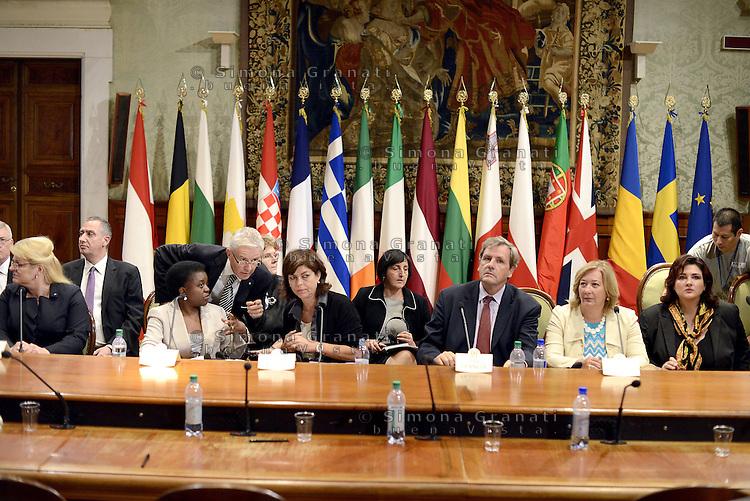 Roma, 23 Settembre 2013<br /> Palazzo Chigi<br /> Incontro Europeo contro le discriminazioni e il razzismo.<br /> 17 Paesi europei firmano la dichiarazione di Roma per la lotta al razzismo.<br /> La Ministra per l'integrazione C&eacute;cile Kyenge