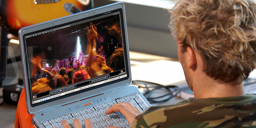 how to download music videos to my laptop