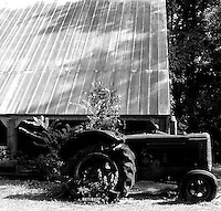 OLD BARN AND TRACTOR IN SORRENTO,LA