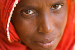 Haoua Pendoru is already a grandmother, yet, her youngest child is only a few years old.  Her husband - the product of an arranged marriage when she was fifteen years old -  abandonned her to go to the Ivory Coast.  He doesn't send food or money back.  Haoua's head is full of worries, not the least of which is food.