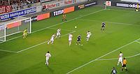 FUSSBALL   EUROPA LEAGUE   SAISON 2012/2013    VfB Stuttgart - FC Kopenhagen   25.10.2012 Additional Assistant Schiedsrichter Carlos Xistra (Oben Mitte, Portugal) beobachtet die Torraumszene