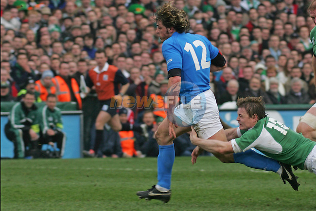 Dublin Ireland, the Opening match of the RBS Six nations between Ireland and Italy, Italys no 12 Micro Bergamasco makes for the try as reland no 13  Brian O'Driscoll tries to take him down during the match in Lansdowne road, Dublin. 4/2/06.Photo AFP/NEWSFILE/FRAN CAFFREY..(Photo credit should read AFP PHOTO/FRAN CAFFREY/NEWSFILE)...This Picture has been sent you under the condtions enclosed by:.Newsfile Ltd..the Studio,.Millmount Abbey,.Drogheda,.Co Meath..Ireland..Tel: +353(0)41-9871240.Fax: +353(0)41-9871260.GSM: +353(0)86-2500958.email: pictures@newsfile.ie.www.newsfile.ie.FTP: 193.120.102.198..This picture is from Fran Caffrey@newsfile.ie
