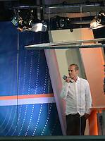 FUSSBALL  EUROPAMEISTERSCHAFT 2012   VORRUNDE Spanien - Irland                     14.06.2012 ARD Experte Mehmet Scholl im Studio innerhalb des Stadion in Danzig
