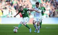 FUSSBALL   1. BUNDESLIGA   SAISON 2012/2013    30. SPIELTAG SV Werder Bremen - VfL Wolfsburg                          20.04.2013 Kevin De Bruyne (li, SV Werder Bremen) gegen Christian Traesch (re, VfL Wolfsburg)