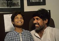 Kailash Satyarthi Nobel per la pace 2014 (inizi anni 2000, sorride con un ragazzo dell'ashram, recuperato dal lavoro minorile)