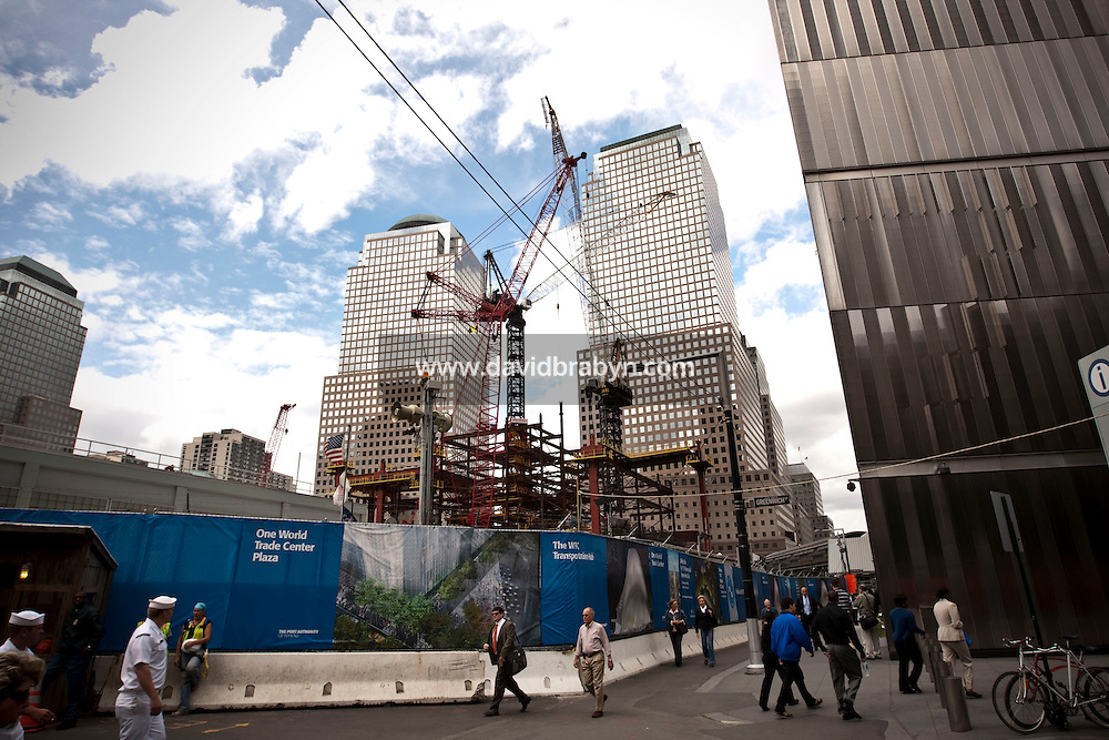 People walk down Vesey Street, past the construction site at Ground Zero, site of the 9-11 terrorist attacks, in New York, USA, 10 September 2009.