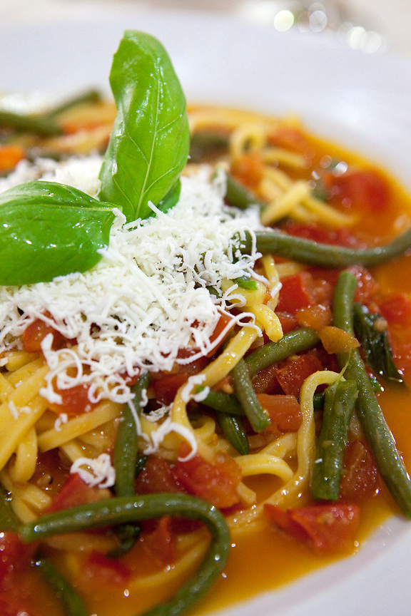 Pasta with green beans and tomato, Puglia, Italy