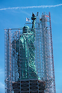 Nov 1985, New York City, New York: Statue of Liberty under renovation. The renovation was carried out by LCM corporation ( Les Metalliers Champenois) based in Patterson, New Jersey. LCM was founded by french artisans who came from france for the restoration.
