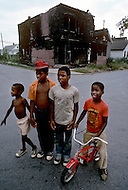 Detroit. U.S.A, September, 1980. America severely marked by the recession. The first to be affected are workers on the bread line and elderly persons without means. Certain poor quarters are gradually taking on the look of ghettos. Poverty is so terrible that at times owners burn their homes rather than allowing themselves to be cast out.
