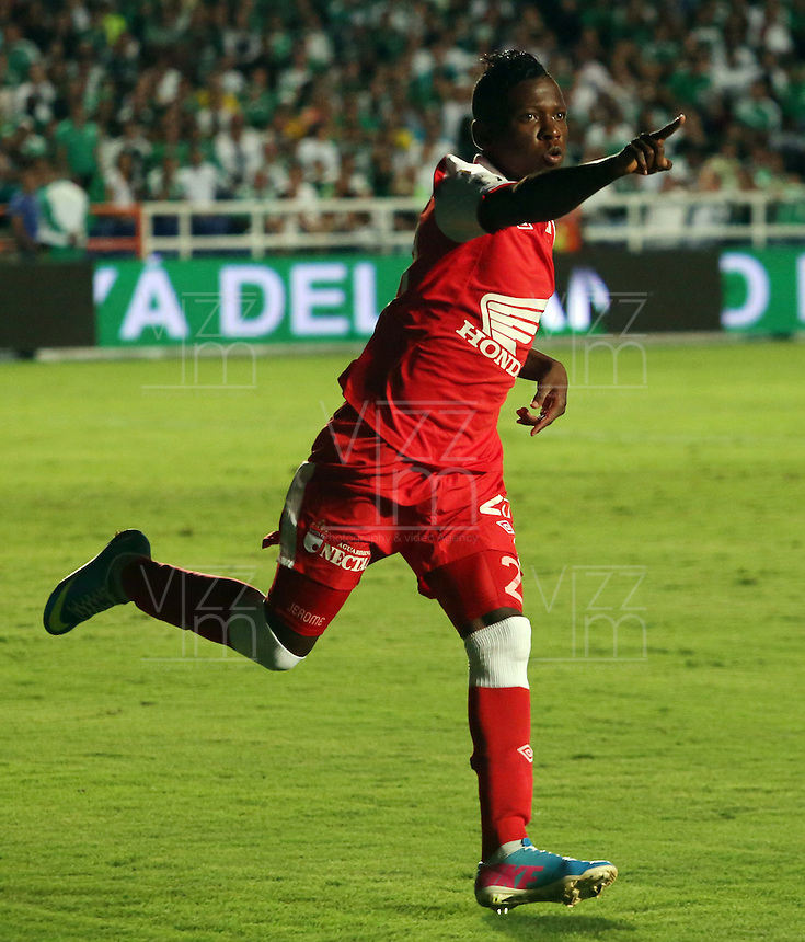CALI -COLOMBIA, 15-06-2013. Jefferson Cuero de Independiente Santa Fe celebra gol en contra del Cali durante partido de los cuadrangulares finales F1 de la Liga Postobón 2013-1 jugado en el estadio Pascual Guerrero de la ciudad de Cali./  Independiente Santa Fe's player, Jefferson Cuero, celebrates a goal against Cali during match of the final quadrangular 1th date of Postobon  League 2013-1 at Pascual Guerrero stadium in Cali city. Photo: VizzorImage/ Juan Carlos Quintero/STR