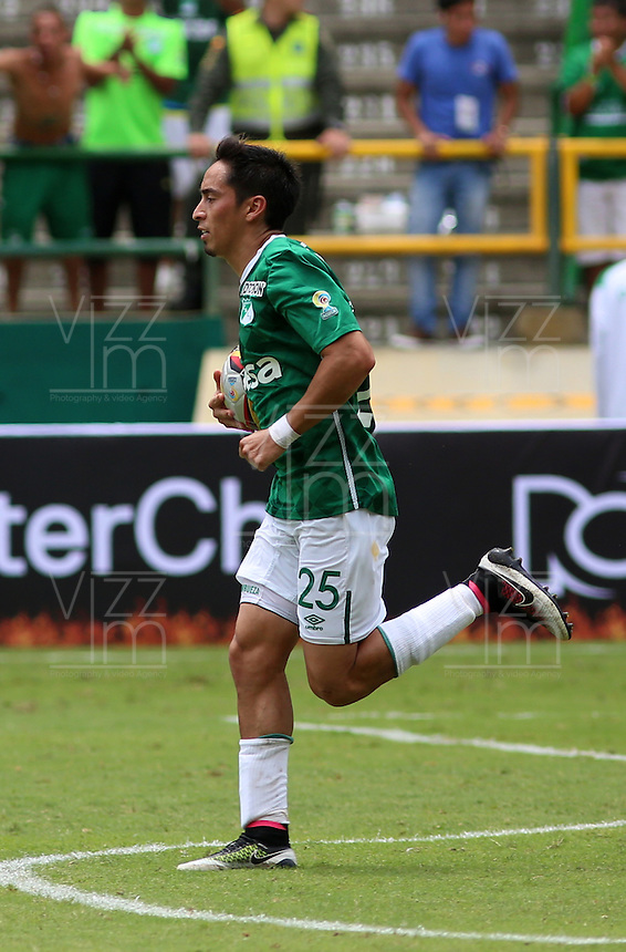 CALI -COLOMBIA-17-04-2016. Fabian Sambueza jugador del Deportivo Cali celebra después de anotar un gol a Millonarios durante partido por la fecha 13 de la Liga Aguila I 2016 jugado en el estadio Palmaseca de la ciudad de Palmira./ Fabian Sambueza player of Deportivo Cali celebrates after scoring a goal to Millonarios during match for the date 13 of the Aguila League I 2016 played at Palmaseca stadium in Palmira city. Photo: VizzorImage/Juan C Quintero