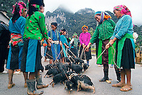 Vietnam Images-market-ethnic people-Ha Giang.