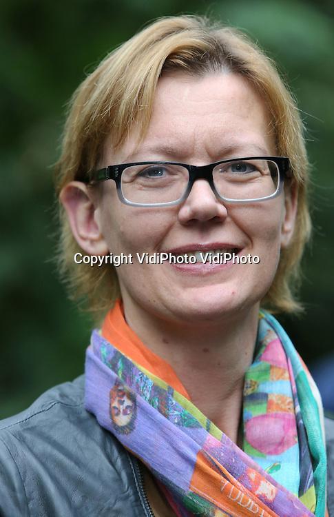 Foto: VidiPhoto..ARNHEM - Directie van Burgers' Zoo in de Bush. Bertine van Hooff-Nusselder, vrouw van directeur Alex van Hooff.