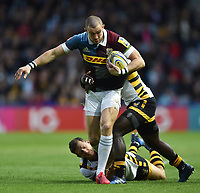 Mike Brown of Harlequins takes on the Wasps defence. Aviva Premiership match, between Harlequins and Wasps on April 28, 2017 at the Twickenham Stoop in London, England. Photo by: Patrick Khachfe / JMP
