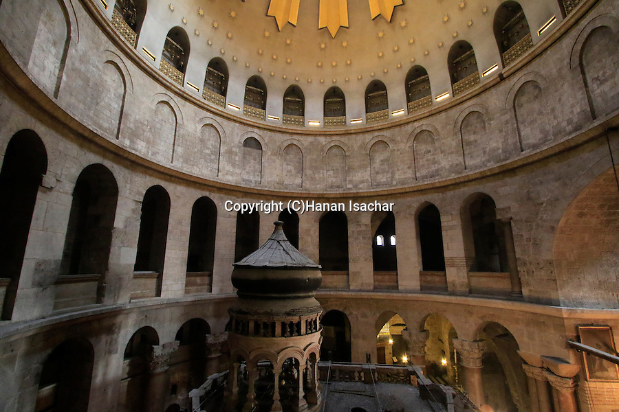 Israel, Jerusalem, the rotunda at the Church of the Holy Sepulchre